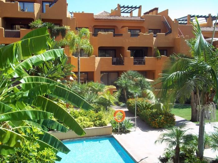 Apartamento venta a estrenar en Camino de Brijan (Estepona), 226.000 €