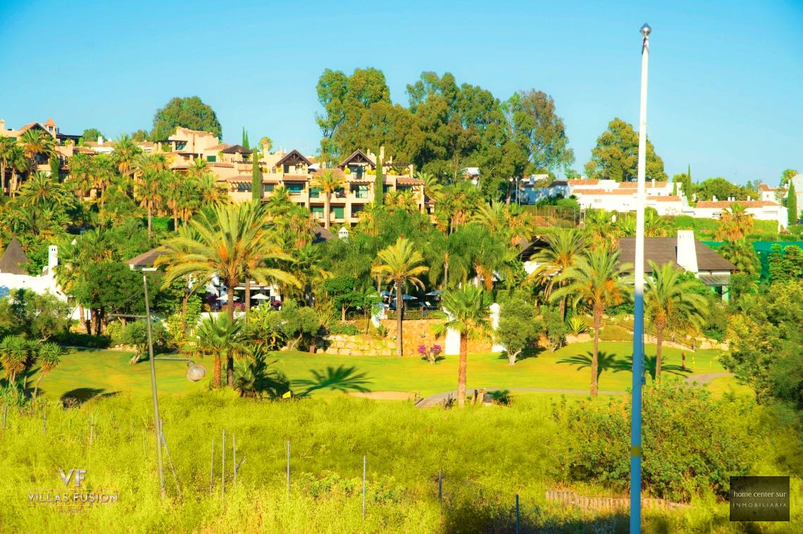 Luksus-Villa myynnissä  El Campanario (Estepona), 995.000 €