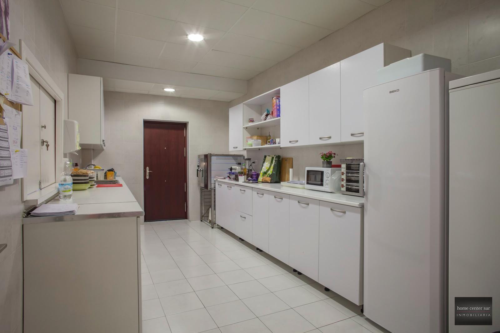 Local en alquiler en Avenida de las Salinas (Fuengirola), 7.500 €/mes